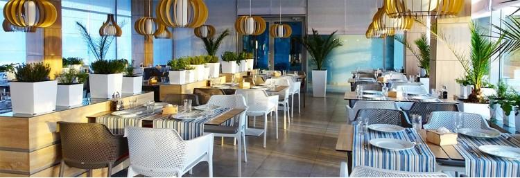 Мебель для баров и ресторанов: комфорт важнее всего: фото - магазин CANVAS outdoor furniture.